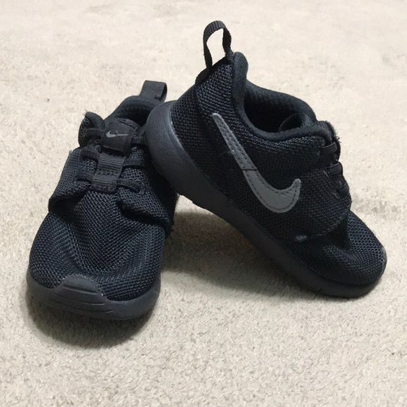 0b076e88fc5e0 M 5ae132e56bf5a6c2c380eaf5. Other Shoes you may like. Nike boys toddler  black sneakers size 8. Nike boys toddler black ...